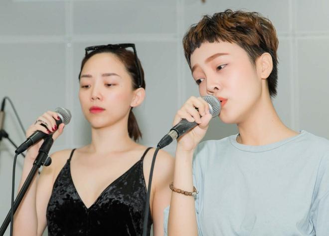 Doi Toc Tien gap su co, phai doi ca khuc truoc chung ket The Voice hinh anh