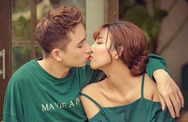 Khoanh khac ngot ngao cua Phan Manh Quynh va ban gai truoc khi cau hon hinh anh
