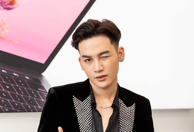 Ali Hoang Duong chia se ve viec hoat dong 1 nam chua co hit hinh anh