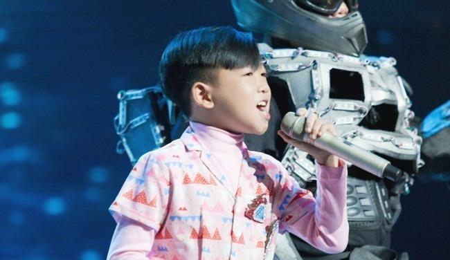 The Voice Kids: Cau be 11 tuoi lam moi hit cua Truc Nhan hinh anh