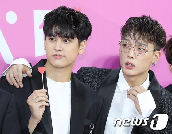 BTS noi bat, lan at dan sao tham gia tham do Melon Music Awards 2018 hinh anh 12
