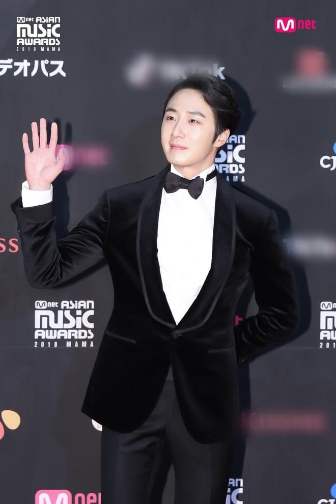 Park Bo Gum, Twice va dan sao hang A xu Han hoi tu tren tham do MAMA hinh anh 11