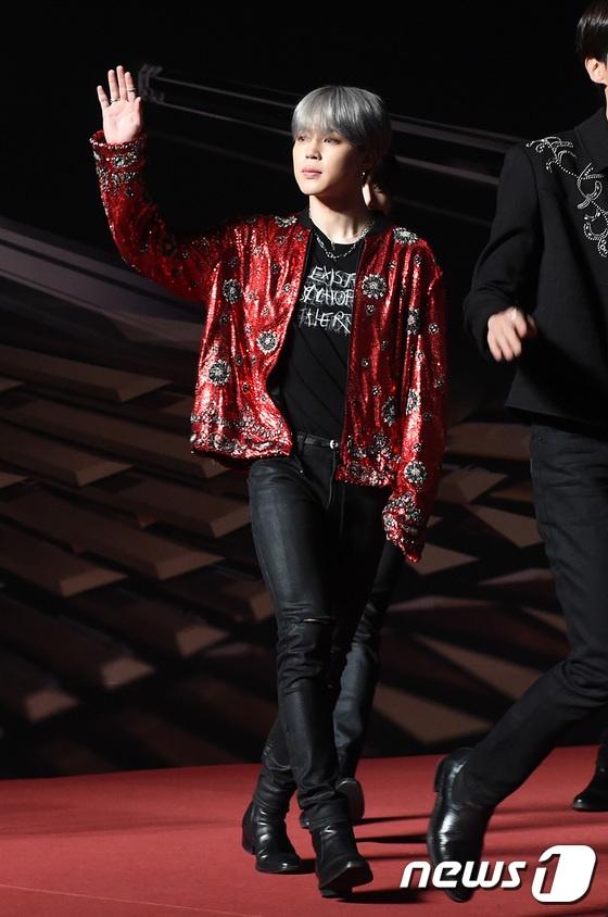 Angela Baby, Song Joong Ki noi bat giua dan than tuong dinh dam Kpop hinh anh 8