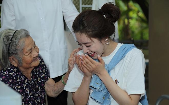 Thanh vien T-ara den Viet Nam lam tu thien, tang qua nguoi gia neo don hinh anh 1