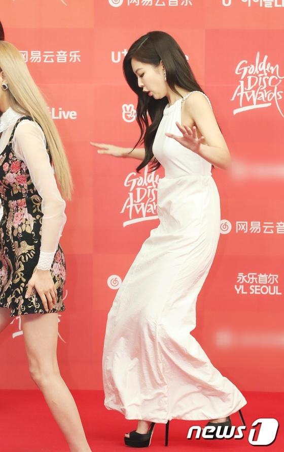 Jennie tren tham do Golden Disk Award anh 3