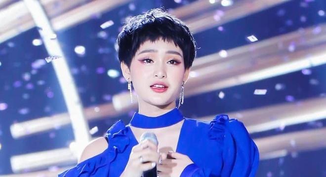 Hien Ho - guong mat gay tranh cai thanh ca si moi an tuong nhat nam hinh anh