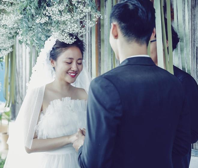 Khan gia cam thay bi 'lua doi' khi xem MV cua Van Mai Huong hinh anh 1