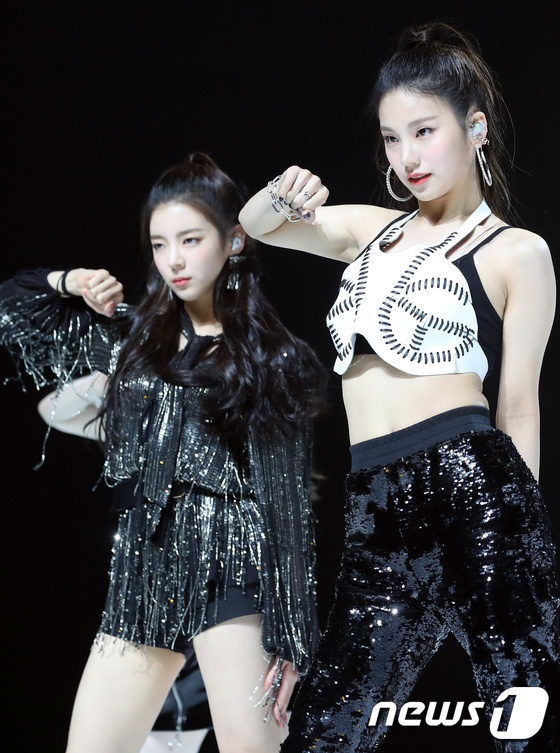 ITZY trong buoi showcase anh 3
