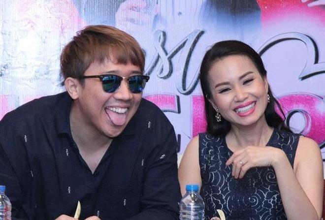 Tran Thanh gay cuoi khi boc me chi em Cam Ly, Minh Tuyet tren ghe nong hinh anh