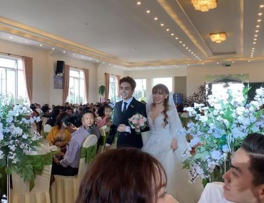 Thu Thủy hạnh phúc trong lễ cưới lần hai bên chồng kém 10 tuổi - Ảnh 1