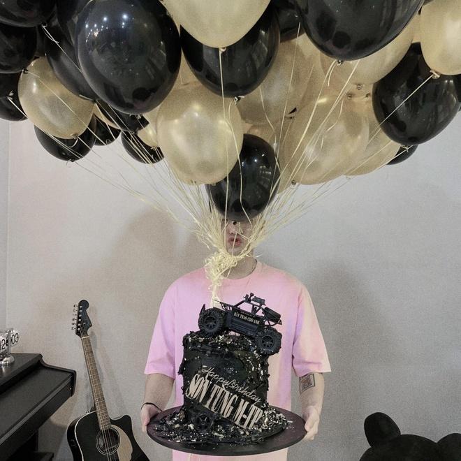 Sơn Tùng nhảy theo 'Hãy trao cho anh' mừng sinh nhật 25 tuổi