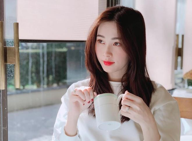 Tieu Vy, H'Hen Nie va dan hoa hau, a hau la fan cuong Son Tung M-TP hinh anh 6