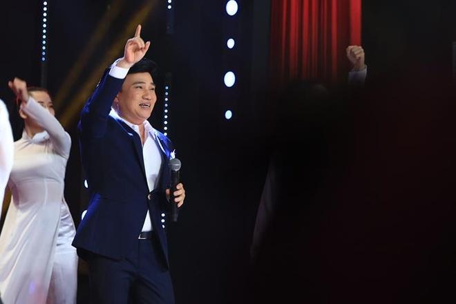 MC Lai Van Sam bi Tu Long 'che' tho lo vi noi yeu dong nghiep nu hinh anh 2