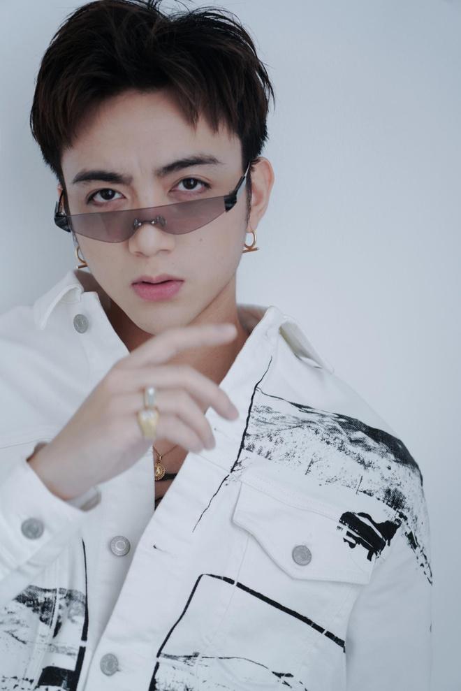 Soobin Hoang Son ke chuyen tinh yeu lang man trong MV moi hinh anh 2