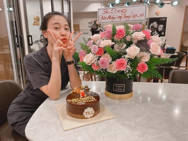 Subeo tang qua, banh kem cho Dam Thu Trang nhan ngay 20/10 hinh anh 1