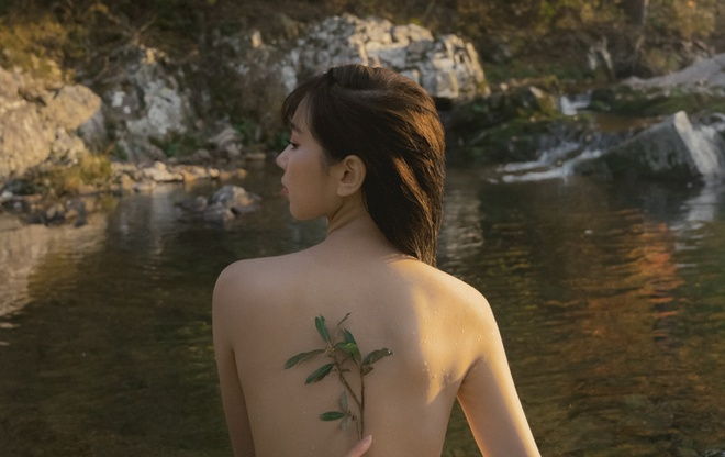 Min ban nude trong MV anh 1