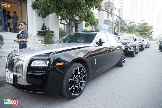 Bao Thy duoc chong ruoc bang dan xe Rolls-Royce, Maybach hinh anh 17