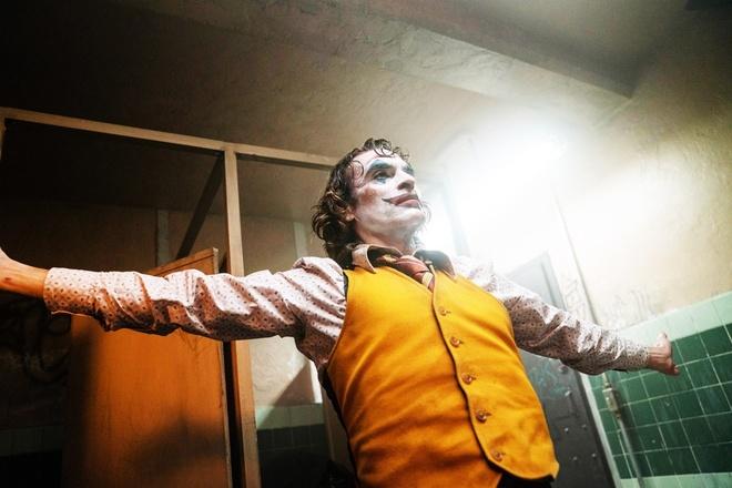 'Joker' chinh thuc vuot qua cot moc doanh thu 1 ty USD hinh anh 2