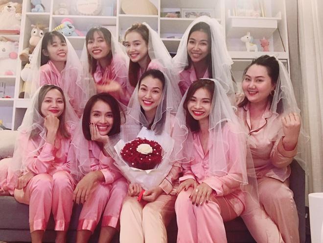 MC Hoang Oanh to chuc tiec doc than ben Nha Phuong, Ai Phuong hinh anh 1