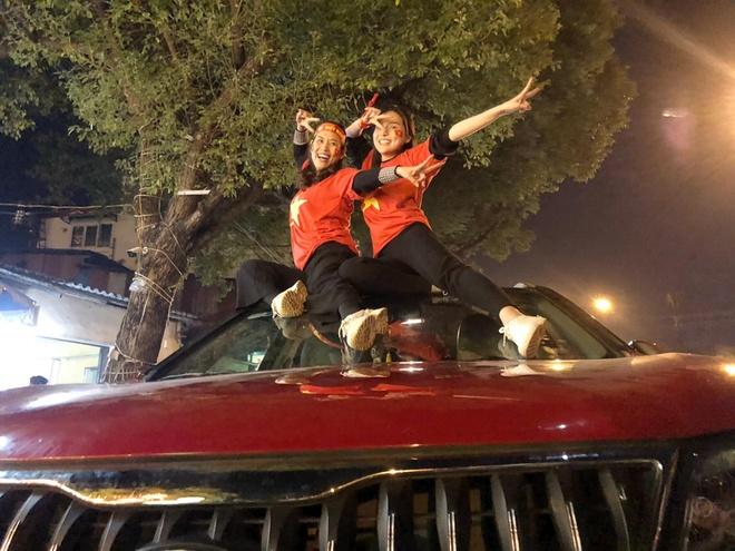Hoai Linh va dan nghe si cam on HLV Park Hang-seo hinh anh 2