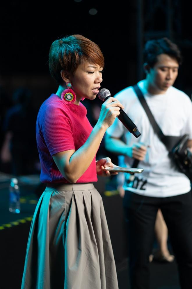 Tran Thanh om va tang qua diva Han Quoc hinh anh 7 DSC08481.jpg