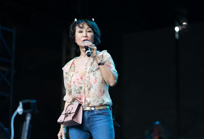 Tran Thanh om va tang qua diva Han Quoc hinh anh 9 DSC08534.jpg