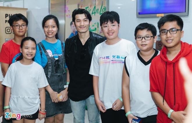 Ung Hoang Phuc hoi han vi di dien xuyen Tet hinh anh 7 lienbinhphat_zing.jpg