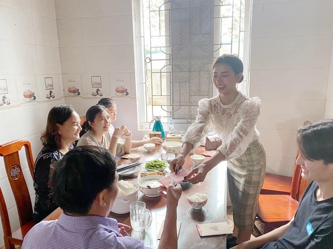 Minh Hang khoe tien mung Tet, Phan Manh Quynh li xi ban gai 123 trieu hinh anh 8 83140227_1581265738698477_1846234869491826688_o.jpg