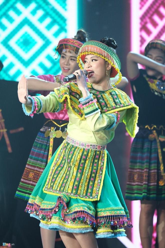 Hoang Thuy Linh thang dam, Den vuot Son Tung nhan giai Lan song xanh hinh anh 1 htl.jpg