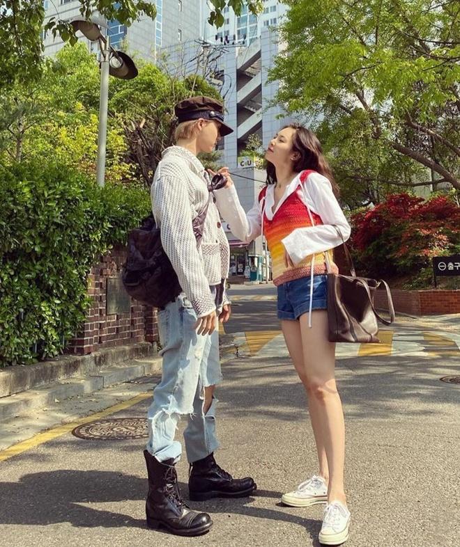 HyunA va ban trai khong deo khau trang anh 2