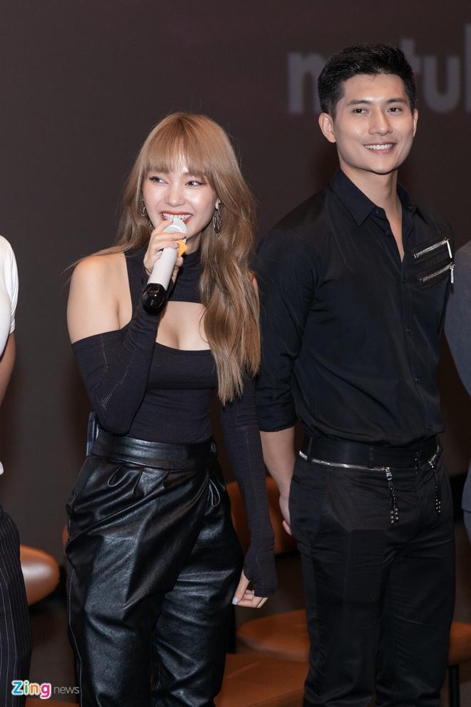 Minh Hang chup hinh nude anh 2