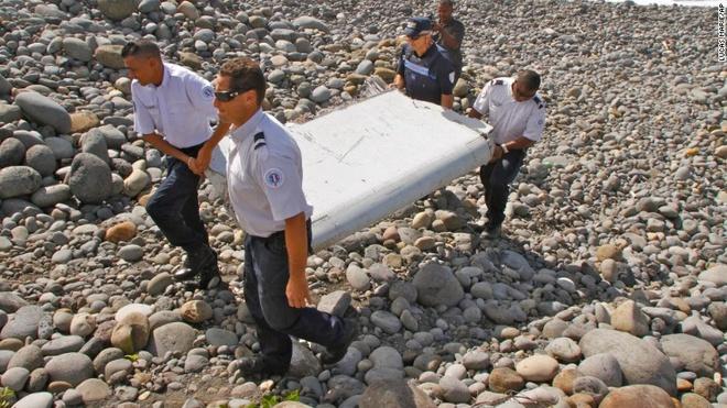 Canh may bay tim thay gan chau Phi la cua MH370 hinh anh