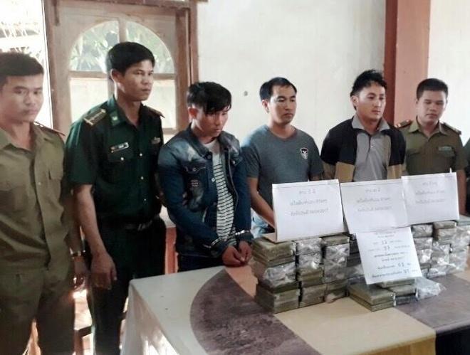 Hai oto cho 97 banh heroin tu Lao vao Viet Nam hinh anh 2