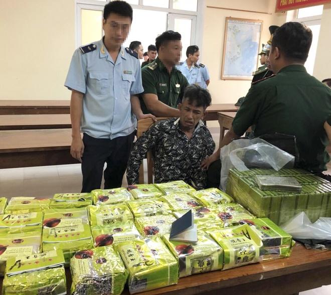 3 nguoi nuoc ngoai tuon 52 banh heroin tu Lao vao Viet Nam hinh anh 1