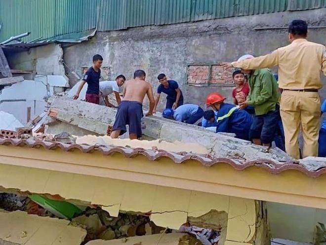 Căn nhà đang sửa bất ngờ đổ sập, một người bị thương
