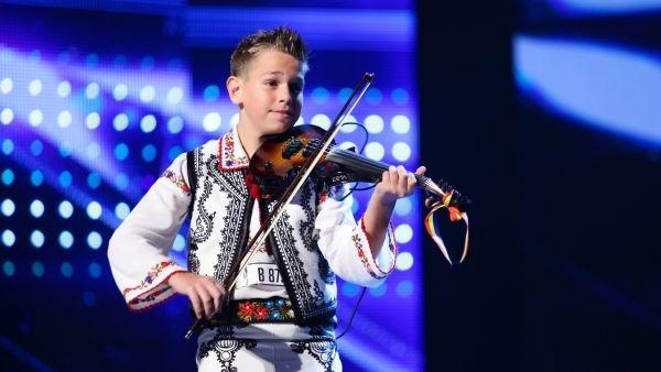 Than dong 12 tuoi choi violin sieu dang tai Tim kiem tai nang Romania hinh anh
