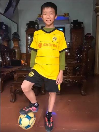 Cau be Ha Tinh di bong nhu Messi co co hoi duoc du tuyen doi tre hinh anh