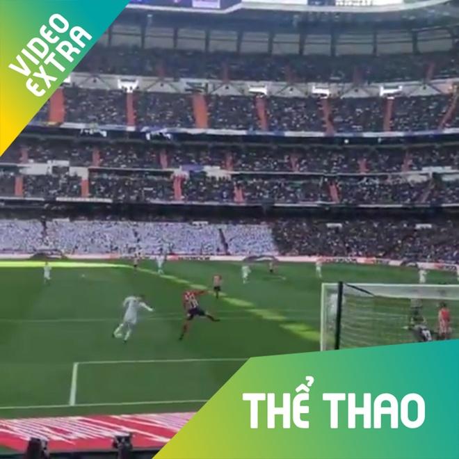 Nhin tu khan dai cu dut diem mot cham cua C.Ronaldo tai derby Madrid hinh anh
