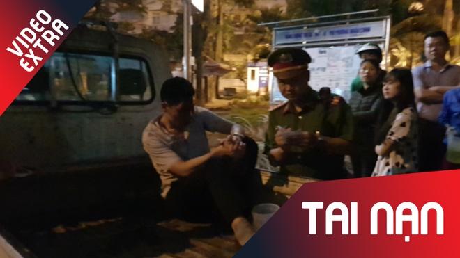 Dan vay danh tai xe oto keo le xe may hang tram met tren pho Ha Noi hinh anh
