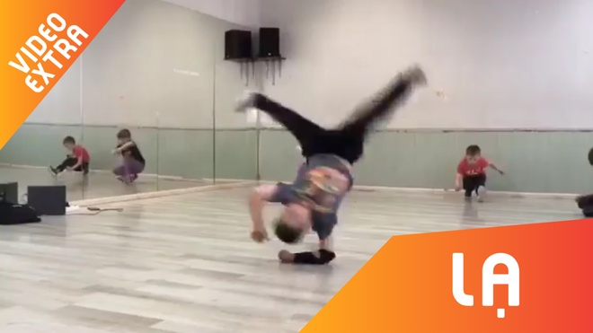 Man breakdance cua cau be 7 tuoi khien the gioi nguong mo hinh anh