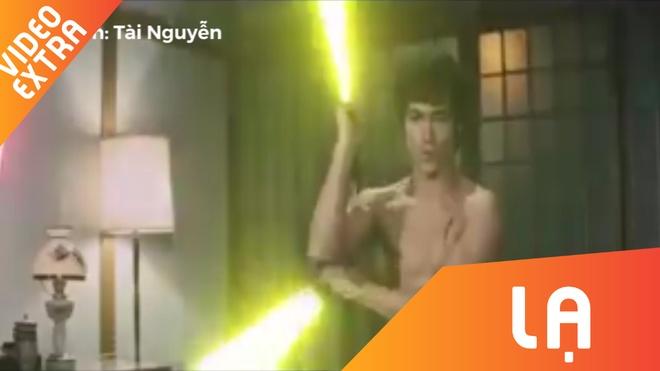 Ly Tieu Long su dung con nhi khuc phien ban lightsaber hinh anh