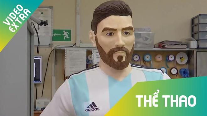 Messi duoc tang tuong socola to bang nguoi that nhan dip sinh nhat hinh anh