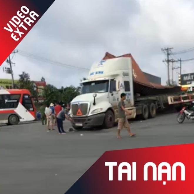Hien truong 2 xe container va cham kinh hoang o Binh Duong hinh anh