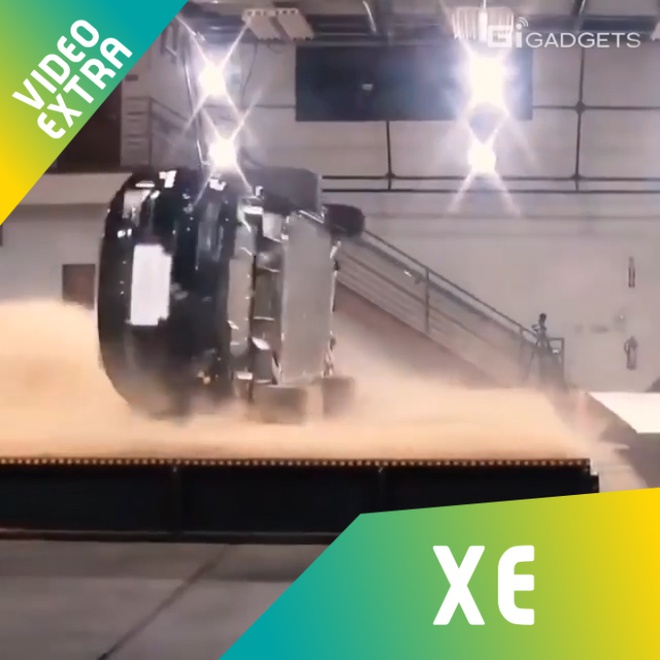 Tesla Model X the hien kha nang tu can bang khi xe bi nghieng hinh anh
