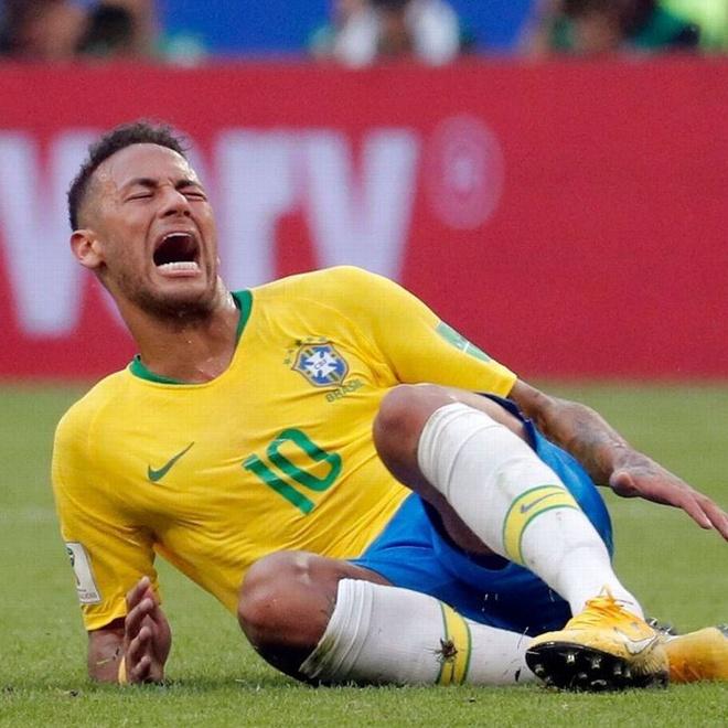 Neymar bi che clip du chi vap nga trong buoi tap hinh anh