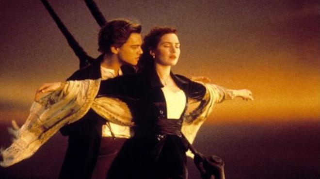 Ke lai noi dung phim Titanic bang nhac che hai huoc hinh anh