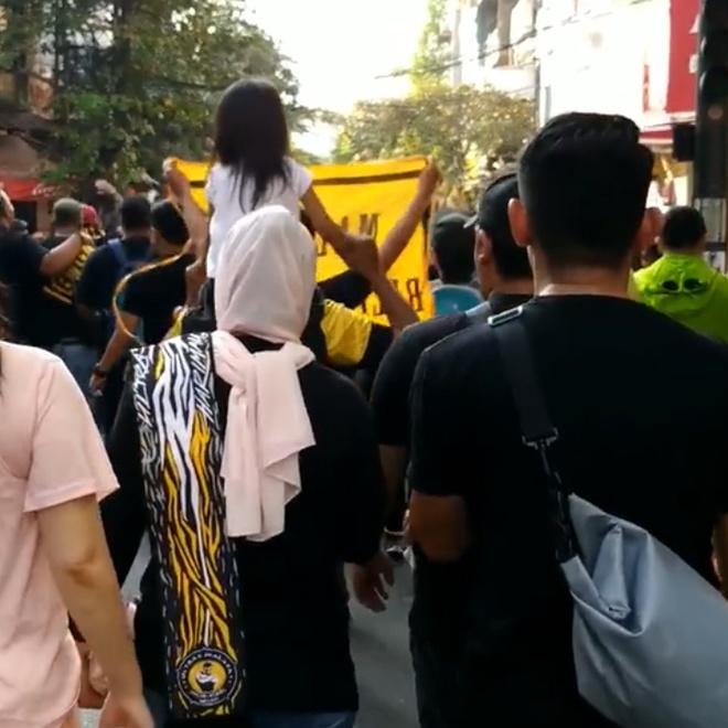 CDV Malaysia 'quay tung' pho co Ha Noi de co vu doi tuyen hinh anh