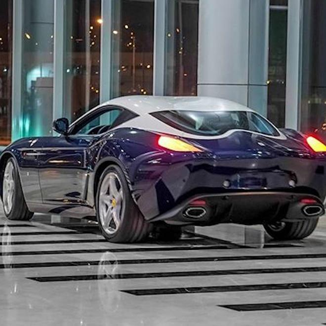 Vlogger xinh dep lai thu sieu xe Ferrari tri gia hon 1 trieu USD hinh anh
