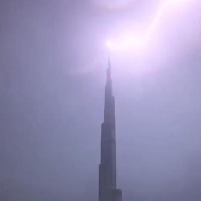 Toa thap cao nhat the gioi o Dubai bi set danh trung hinh anh