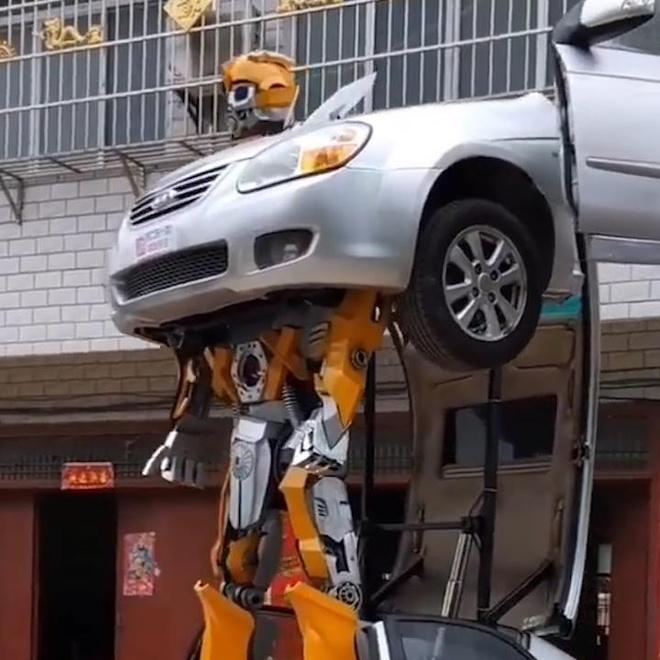 Tho may Trung Quoc che tao chiec xe bien hinh nhu Transformer hinh anh